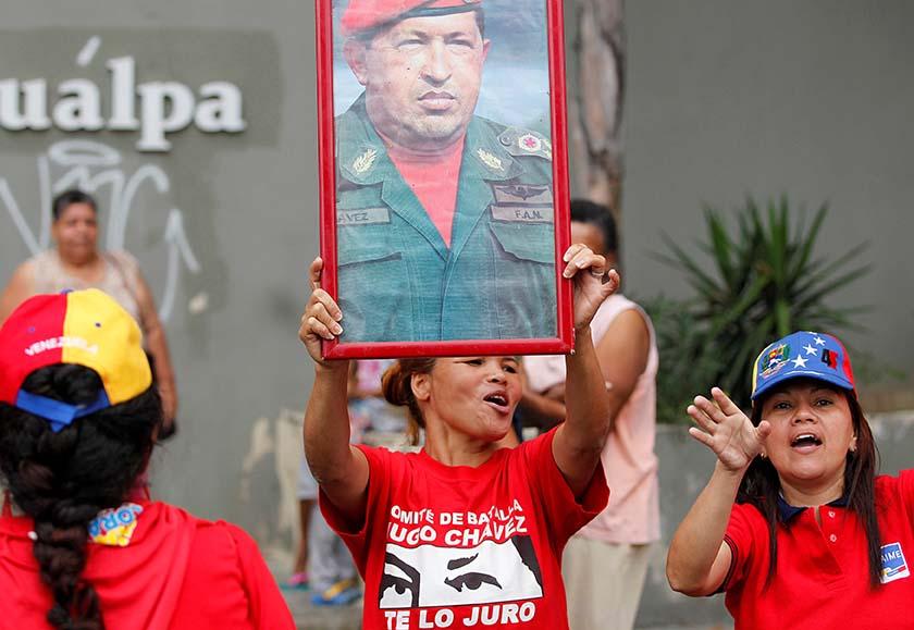 La figura del ex presidente Chávez omnipresente en la concentración de gobierno