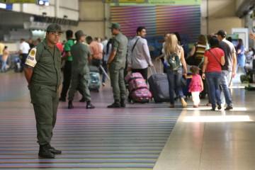 Autoridades venezolanas retuvieron a los pequeños, que de forma legal, buscaban salir del país para visitar a sus familiares