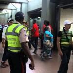 Funcionarios de la PNB resguardan instalaciones del Metro de Caracas