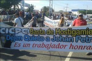 """Para exigir el cese de la búsqueda de """"Petrica"""", manifestantes se concentraron en la Redoma del Avión, Maracay, el pasado 11 de mayo"""