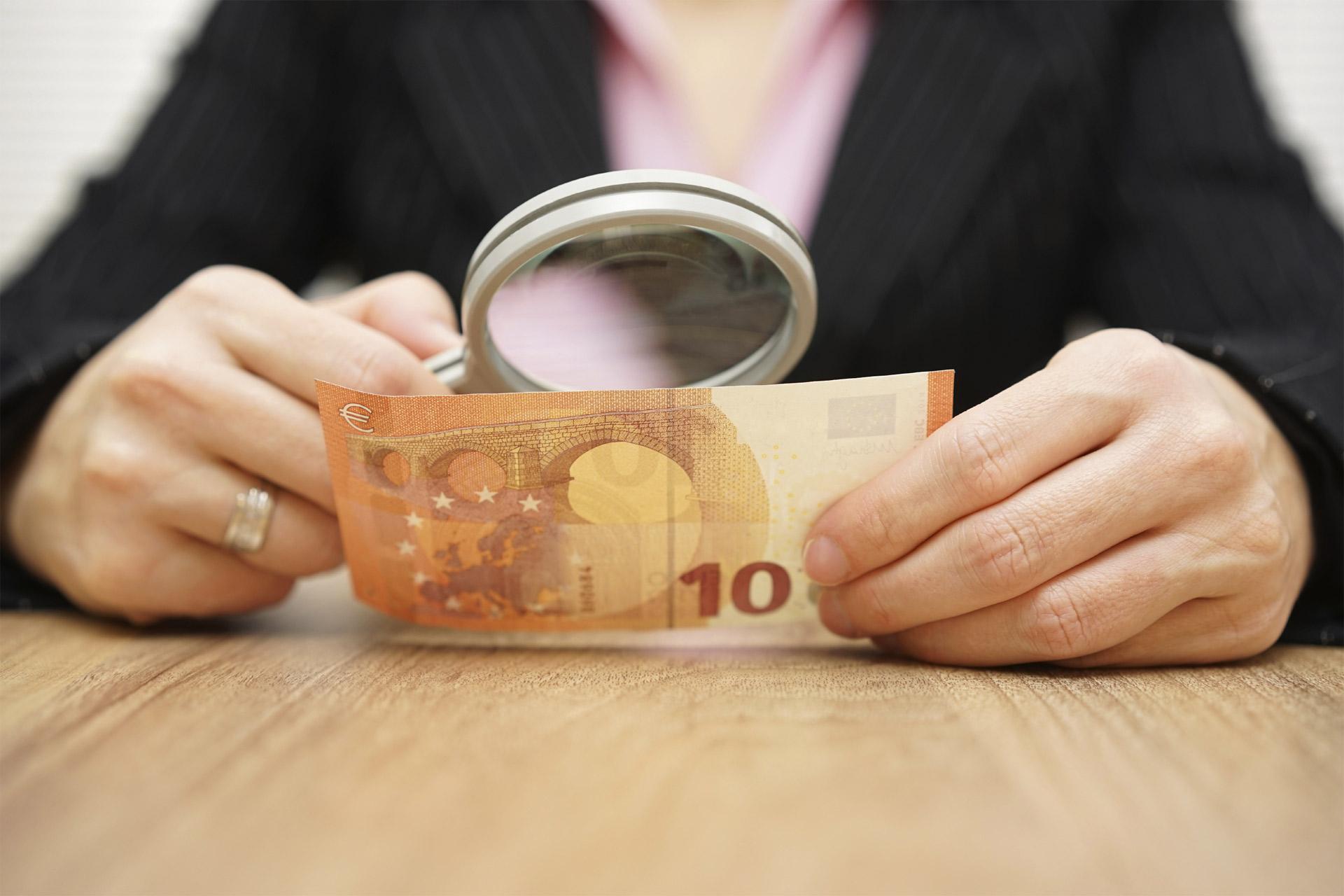 Según el Banco Central Europeo, los billetes fraudulentos se redujeron 10, 5% durante lo que va de año