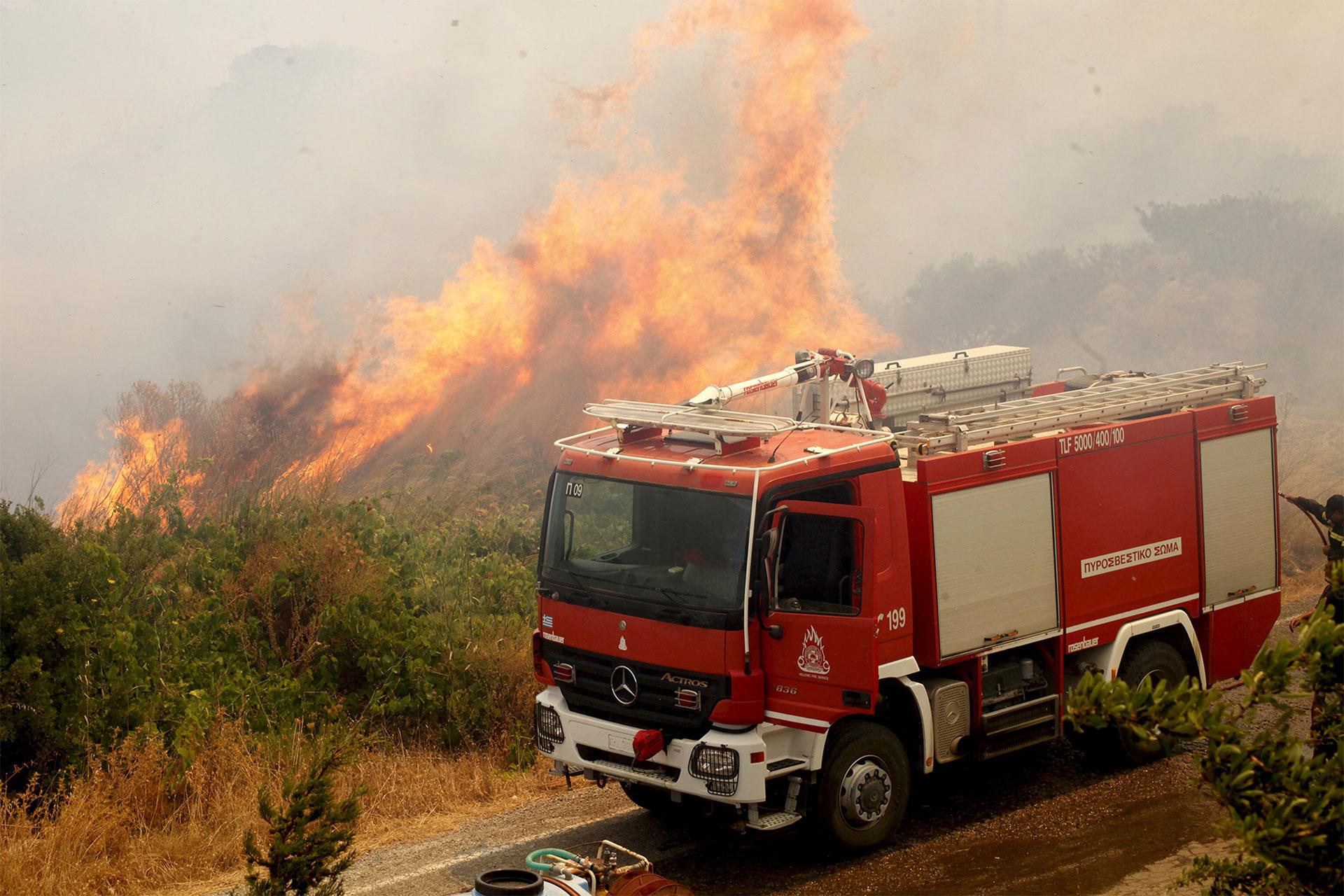 Varios incendios se desataron este viernes en Grecia, favorecidos por los fuertes vientos, el calor y la sequía