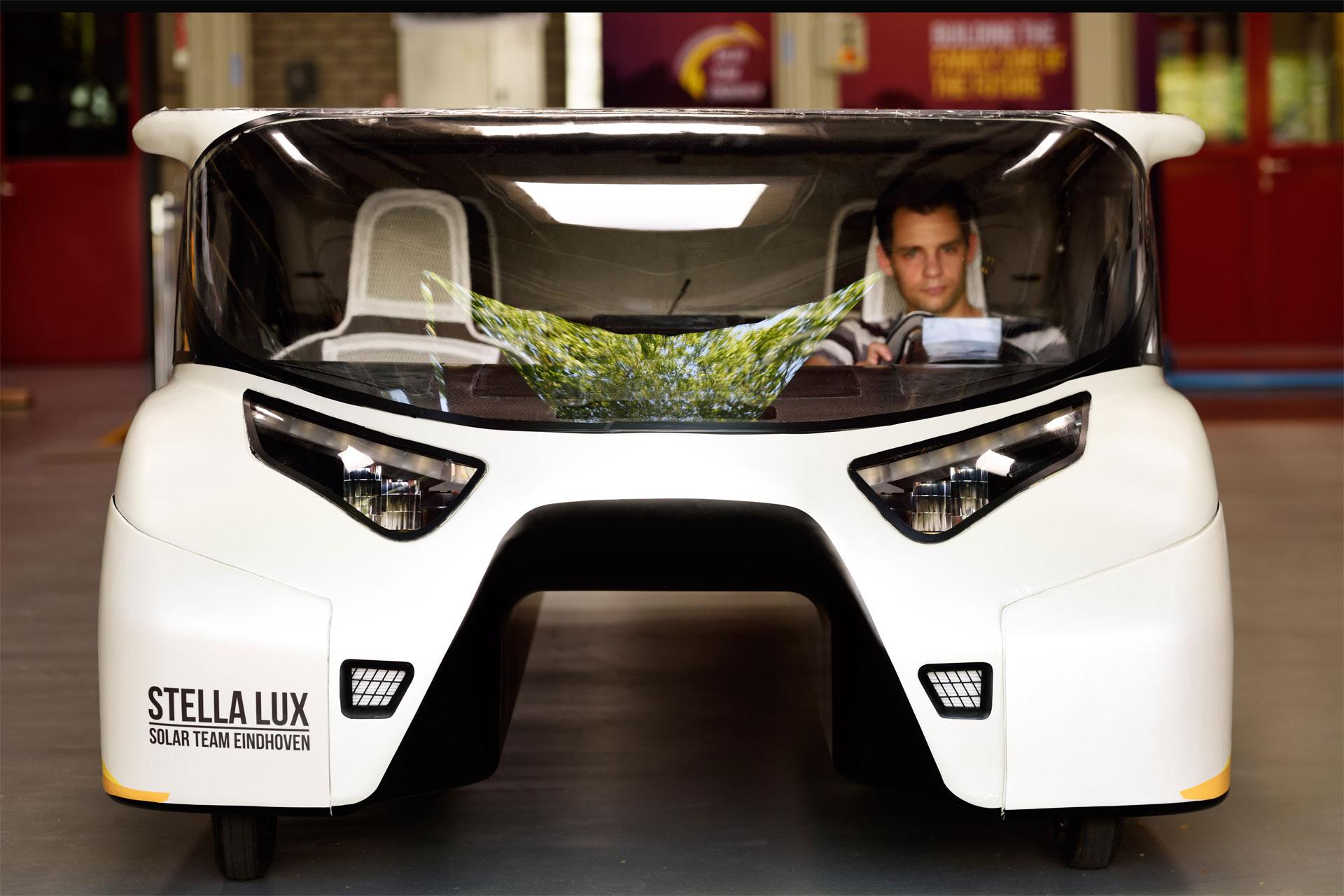 Stella Lux puede correr hasta 120 km/h gracias a 1224 celdas solares