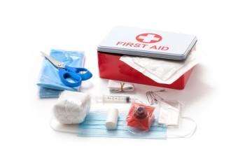 Revise cada cierto tiempo el contenido y las fechas de vencimiento de los medicamentos y bote todos los que se encuentran vencidos