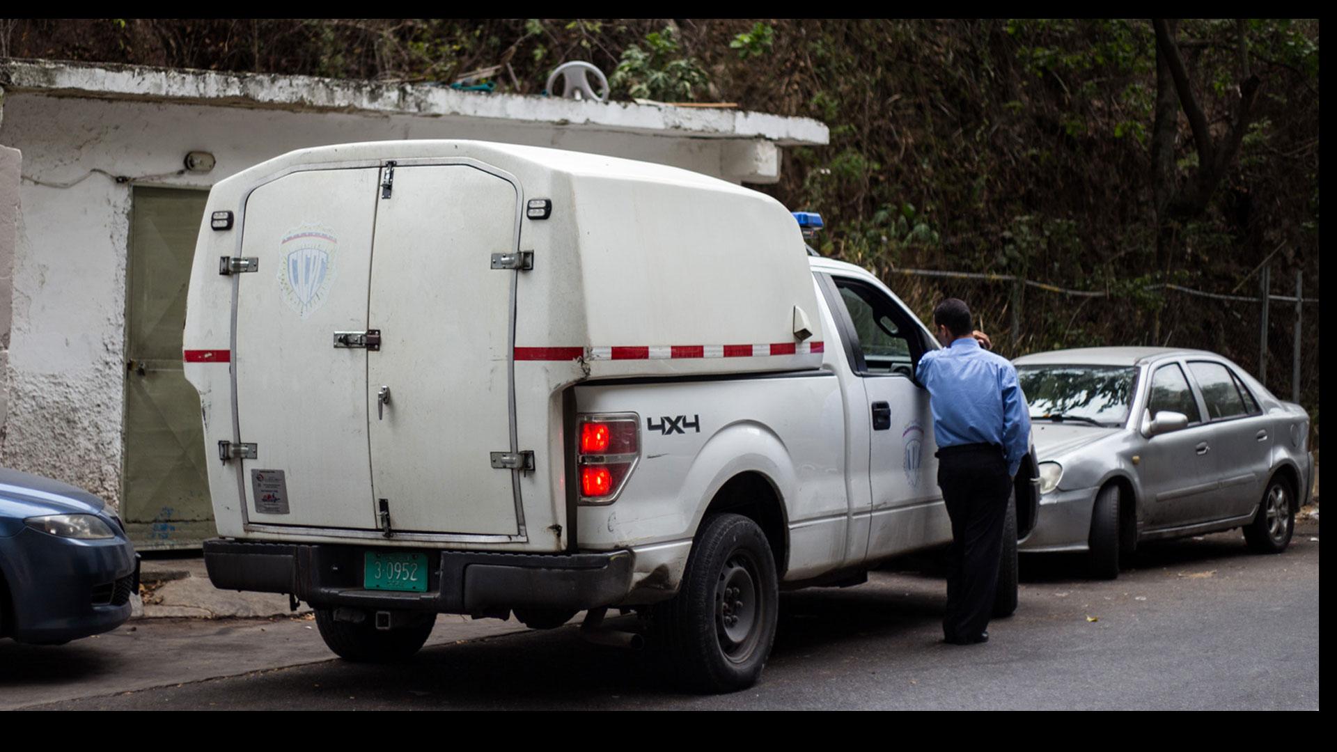 Antisociales intentaron robarle el carro en la entrada de su vivienda