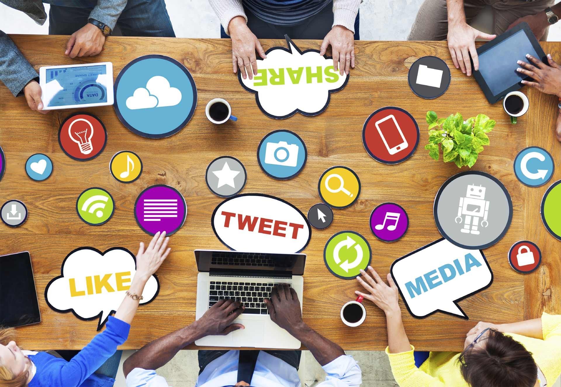 Si aún no decides si debes tener profesionales que manejen las redes sociales de tu compañía, este artículo es para ti