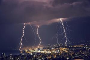 Con la llegada de las lluvias también podrían presentarse este fenómeno meteorológico. Descubre cuál es el mejor modo de actuar en esa situación