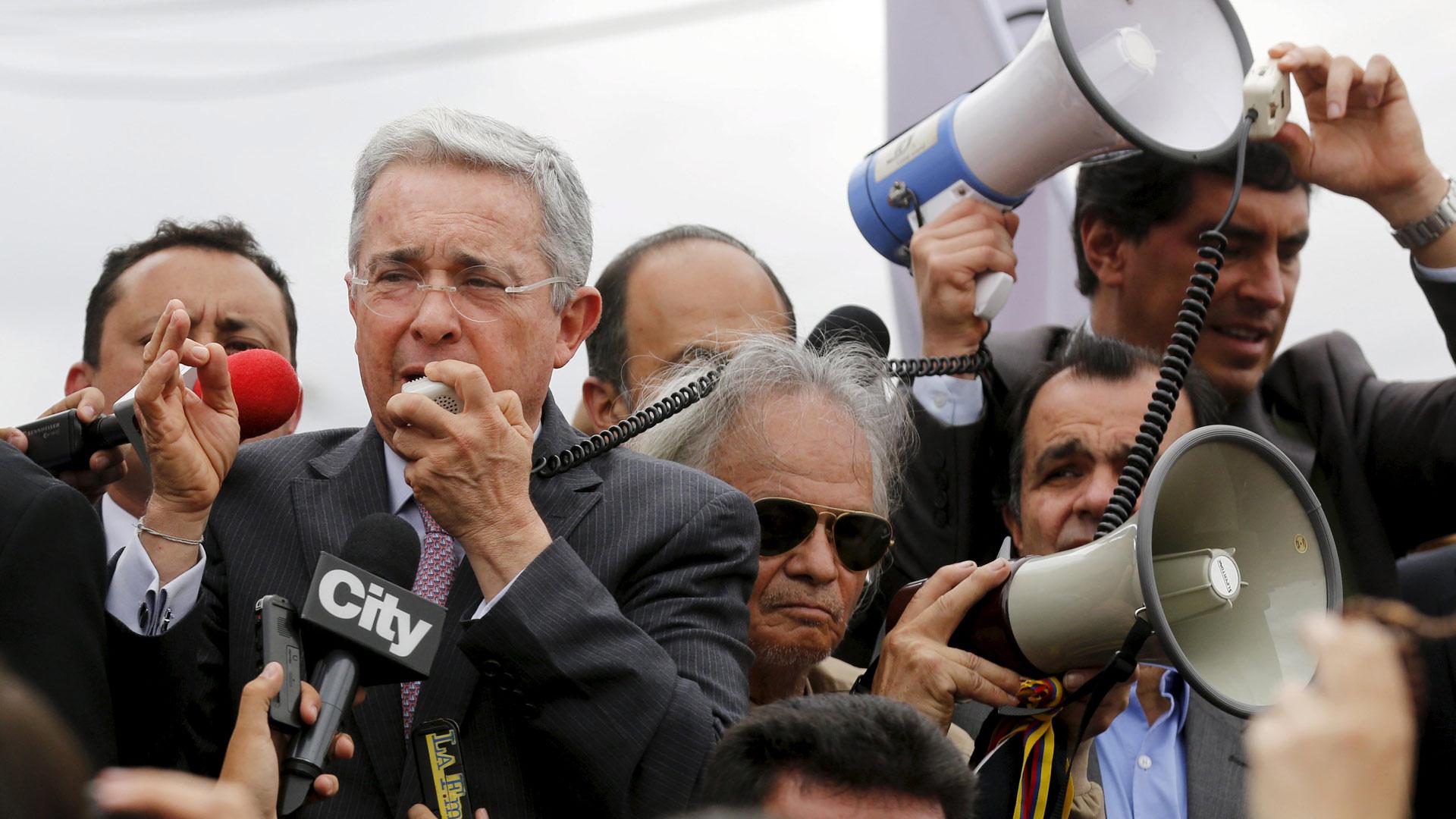 El ex presidente Álvaro Uribe opina que los cabecillas de la guerrilla deben ir a prisión para evitar más violencia
