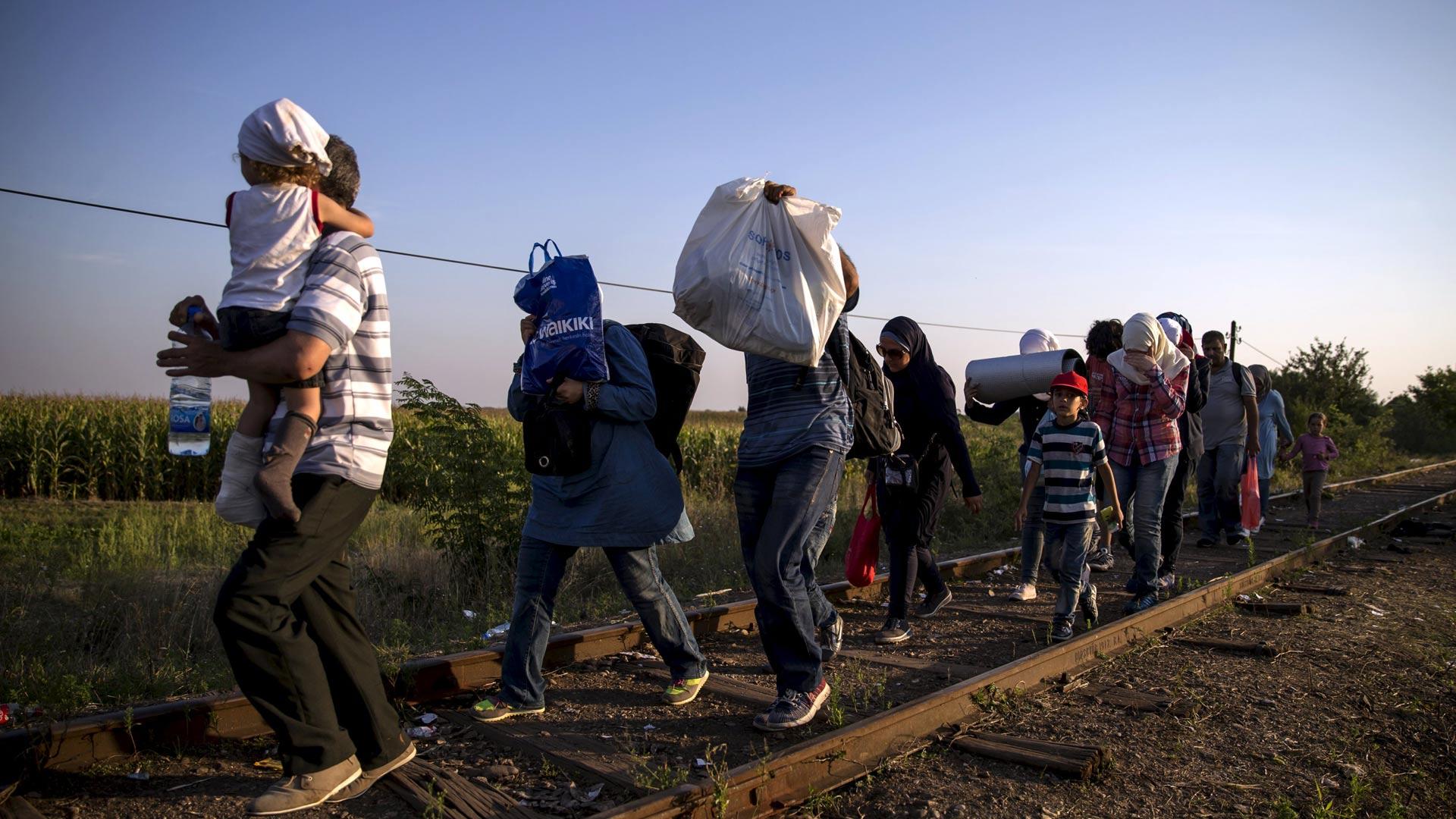 Ministros piden una reunión extraordinaria de Unión Europea para acordar las medidas con respecto a refugiados