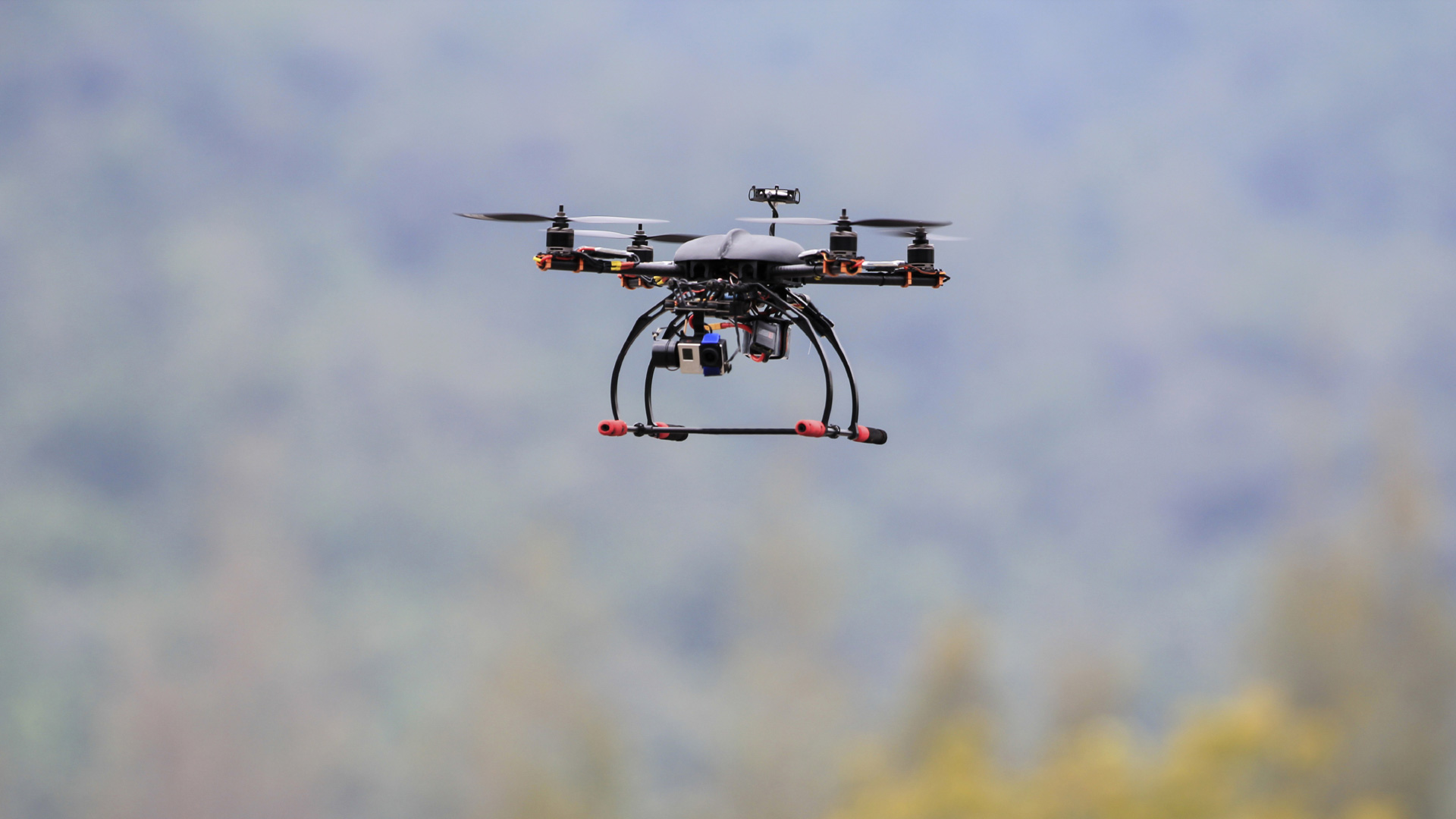 Elbit System es una fábrica israelí de drones que consigue empleados gracias a sus mesas de juego