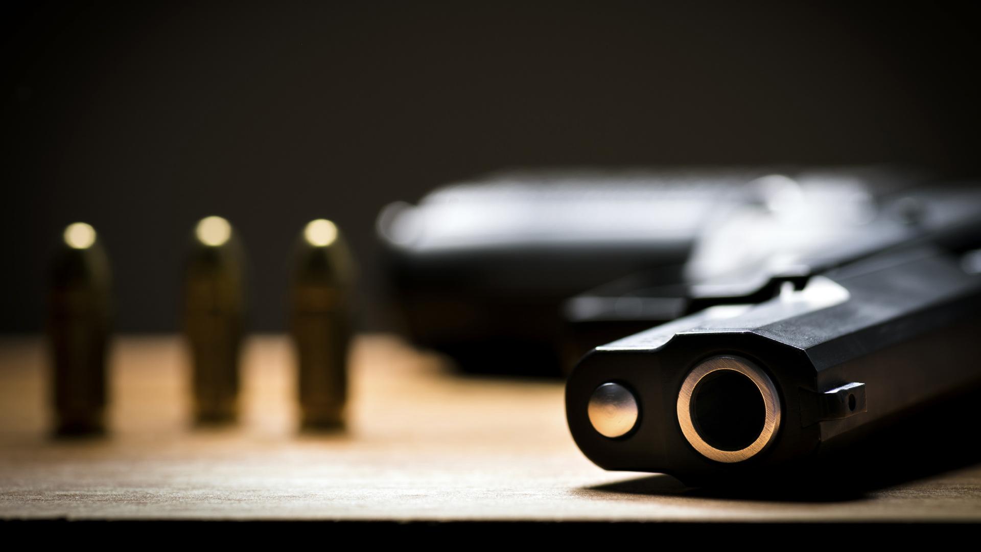 El agresor falleció a manos de una unidad especial que tomó el lugar, luego de que atacara a un policía