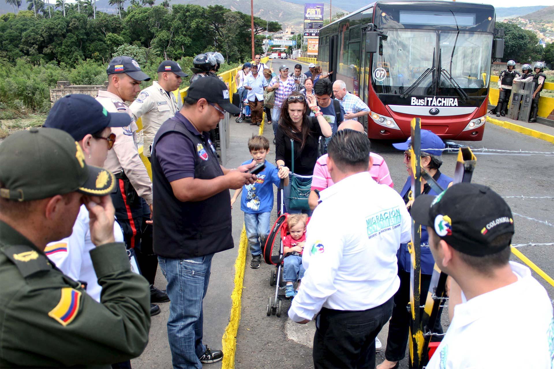 751 colombianos han sido deportados de Venezuela desde el viernes