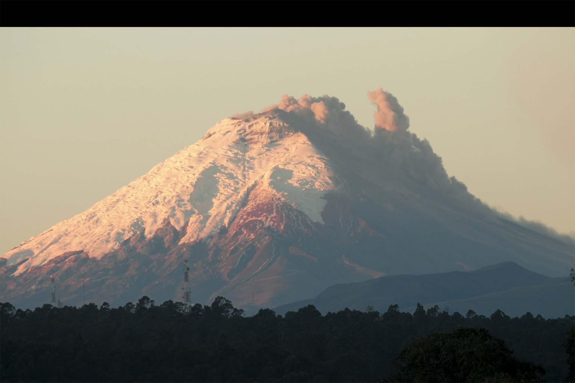 La actividad volcánica ha disminuido. Autoridades planean posibles evacuaciones