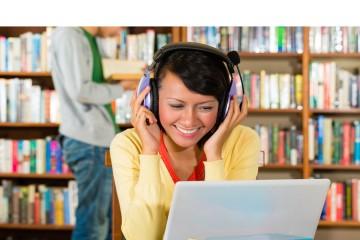 En lugares ruidosos, manténgase lo más lejos posible de fuentes de sonido como los altavoces