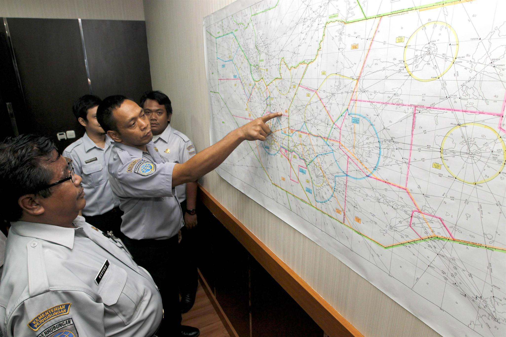 La búsqueda de la aeronave indonesia se complica por el difícil acceso a la región selvática de Papúa y por el mal tiempo