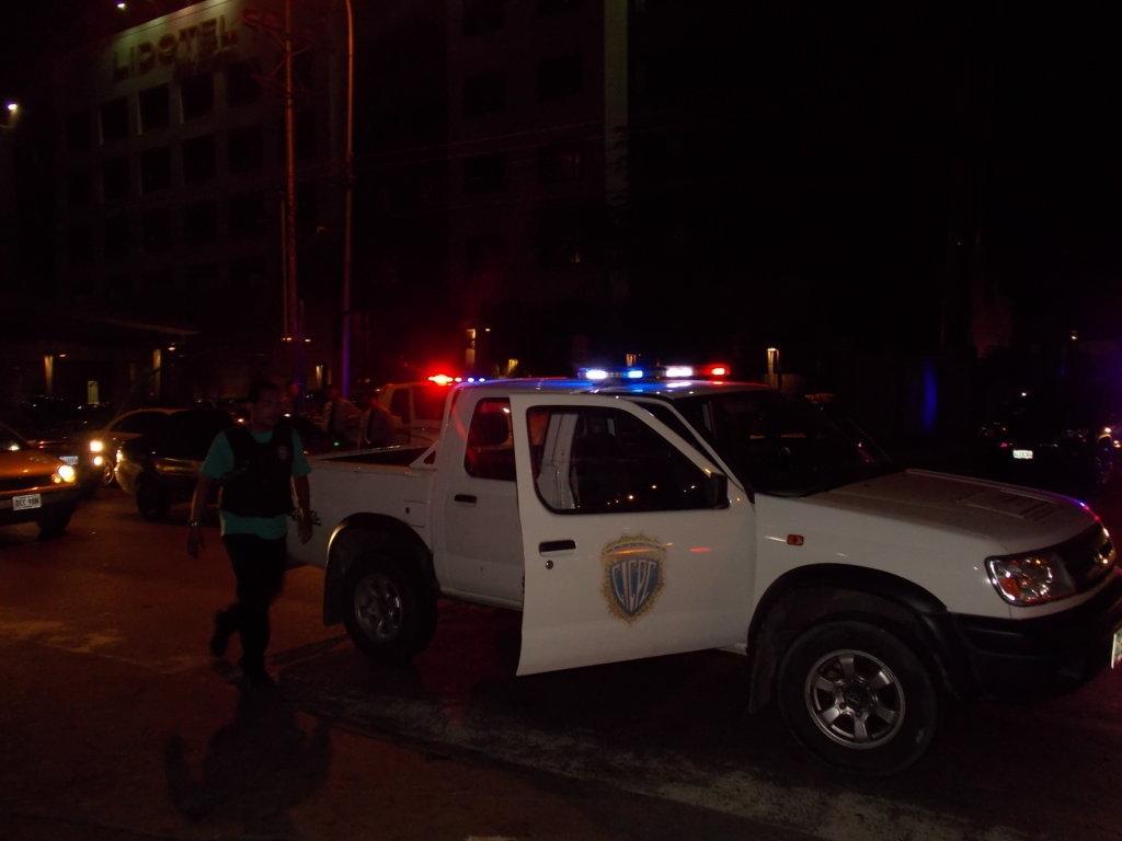En el procedimiento se encontraron dos vehículos: Chevrolet Corsa, placas AG502UG, y un Ford Mustang, matrículas VAS-42Z.