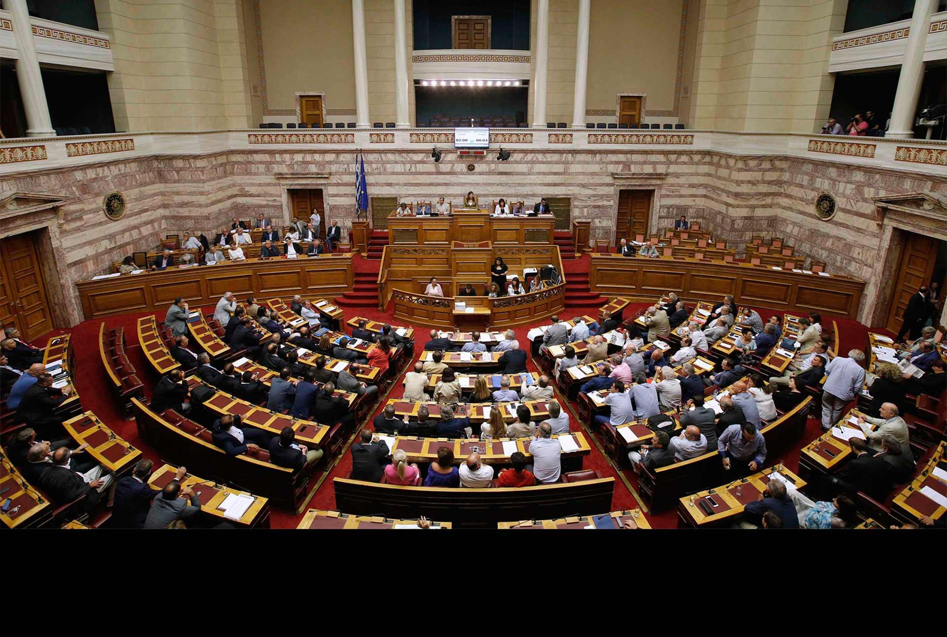 Los legisladores dieron el sí este viernes a la ayuda económica tras un arduo debate nocturno