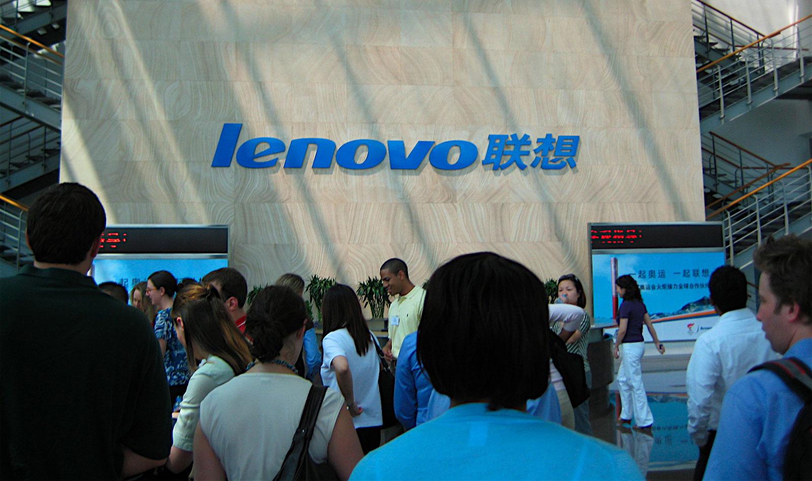 Las acciones del mayor fabricante mundial de ordenadores personales cayeron casi un 9%