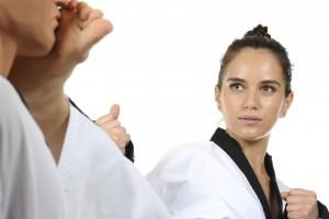 No importa tu género o peso. Si aplicas bien esta técnica podrás llevar a tu atacante al suelo y escapar