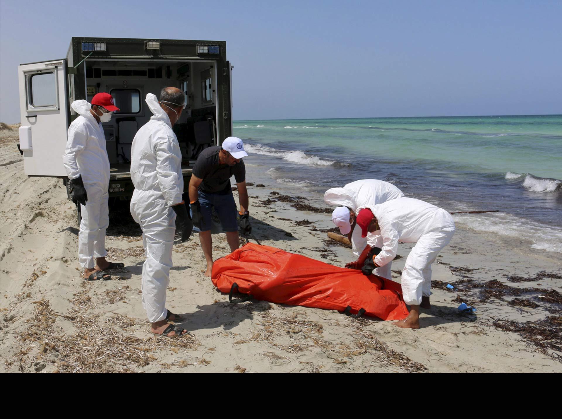 Al menos 200 personas fallecieron por ahogamiento en el Mediterráneo, según la guardia costera libia