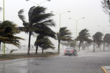 La nueva ruta de la tormenta tropical implica que toda la isla recibirá vientos con fuerza y lluvia por largas horas