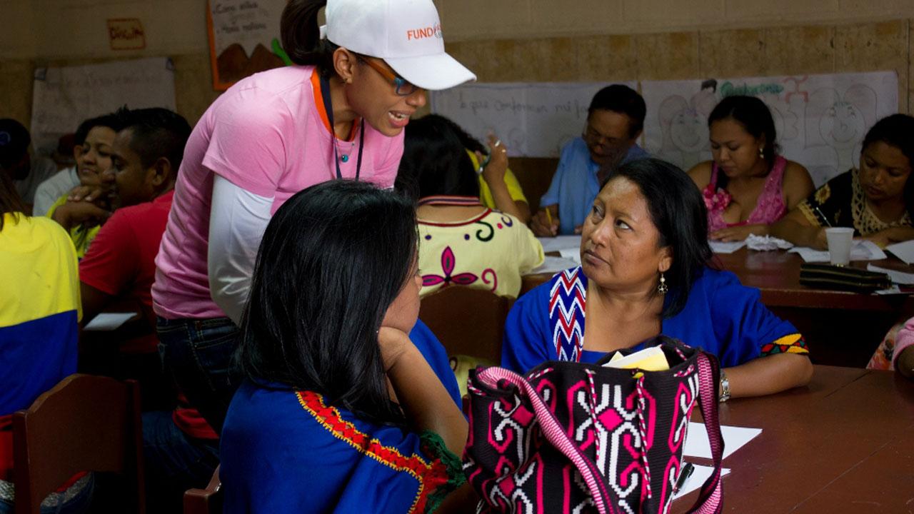 Los beneficiarios se dedican a la elaboración y venta de artesanías, alimentos, ropa, calzado y carpintería