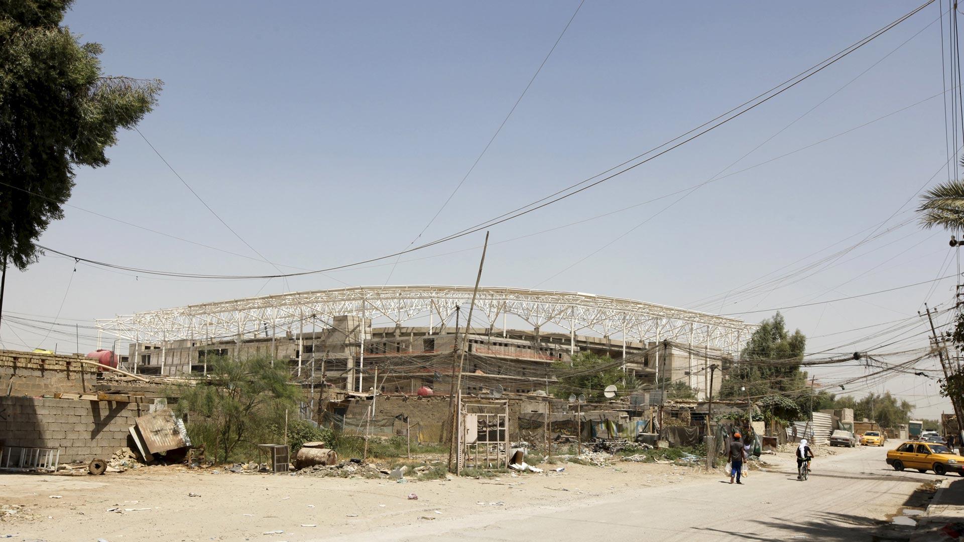 Todos trabajan en la construcción de un estado de fútbol en la capital de Irak