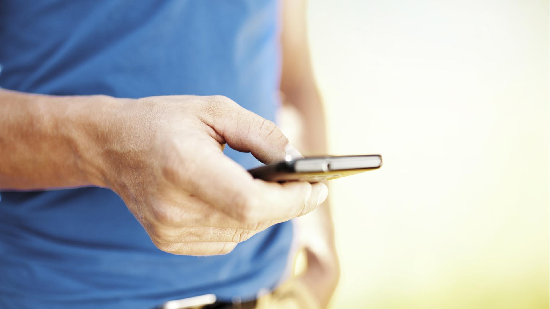 La aplicación móvil destruye los mensajes en el dispositivo emisor y receptor
