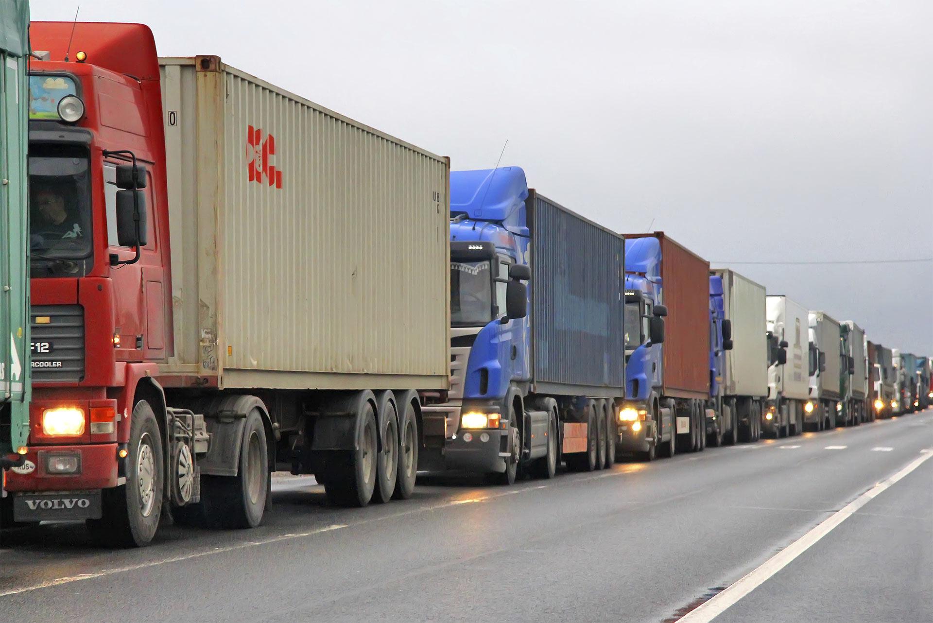 Están en desacuerdo con que solo los camiones que transportan bienes perecederos tengan prioridad