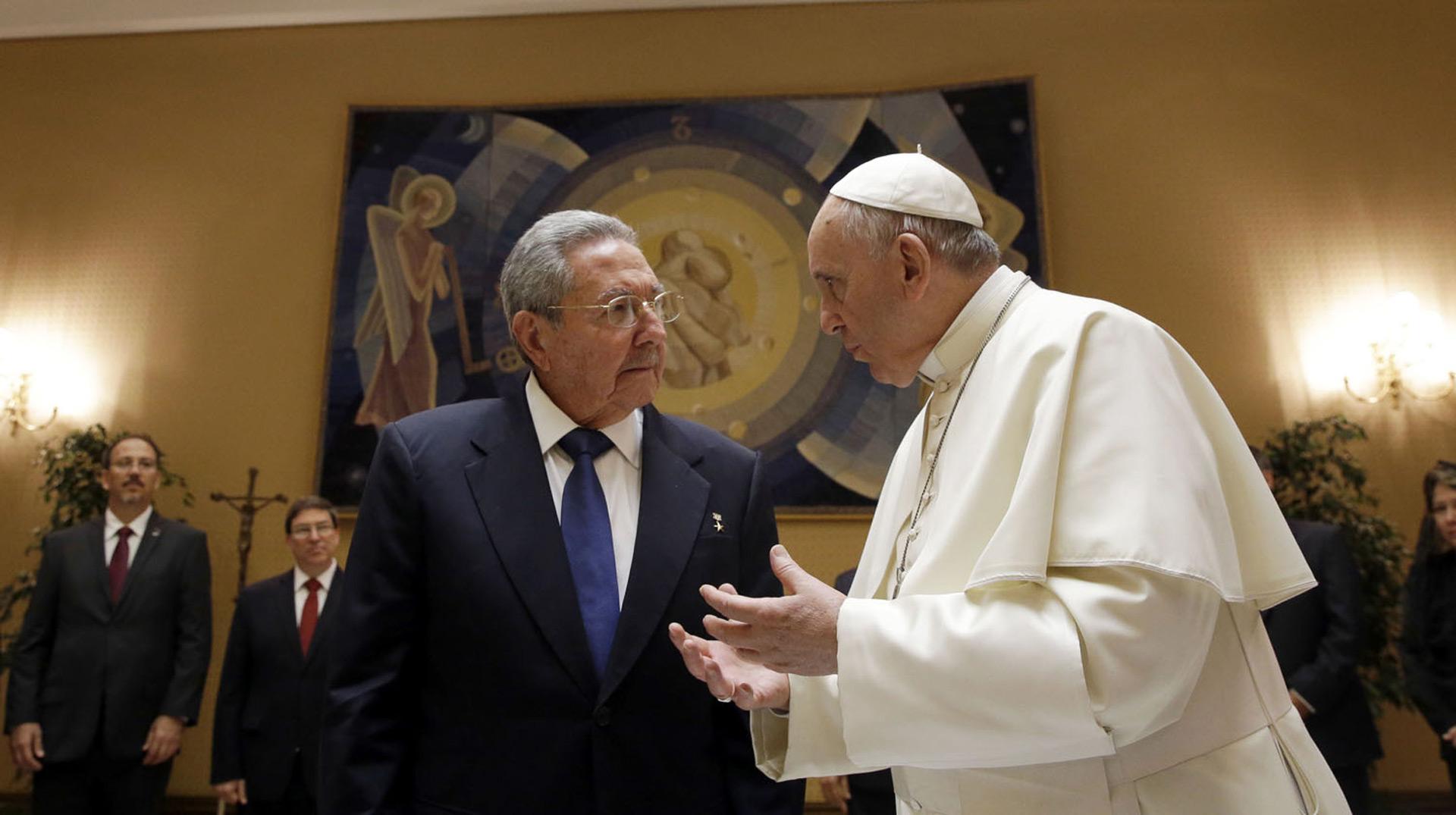 La medida se toma como un gesto debido a la próxima visita del papa Francisco