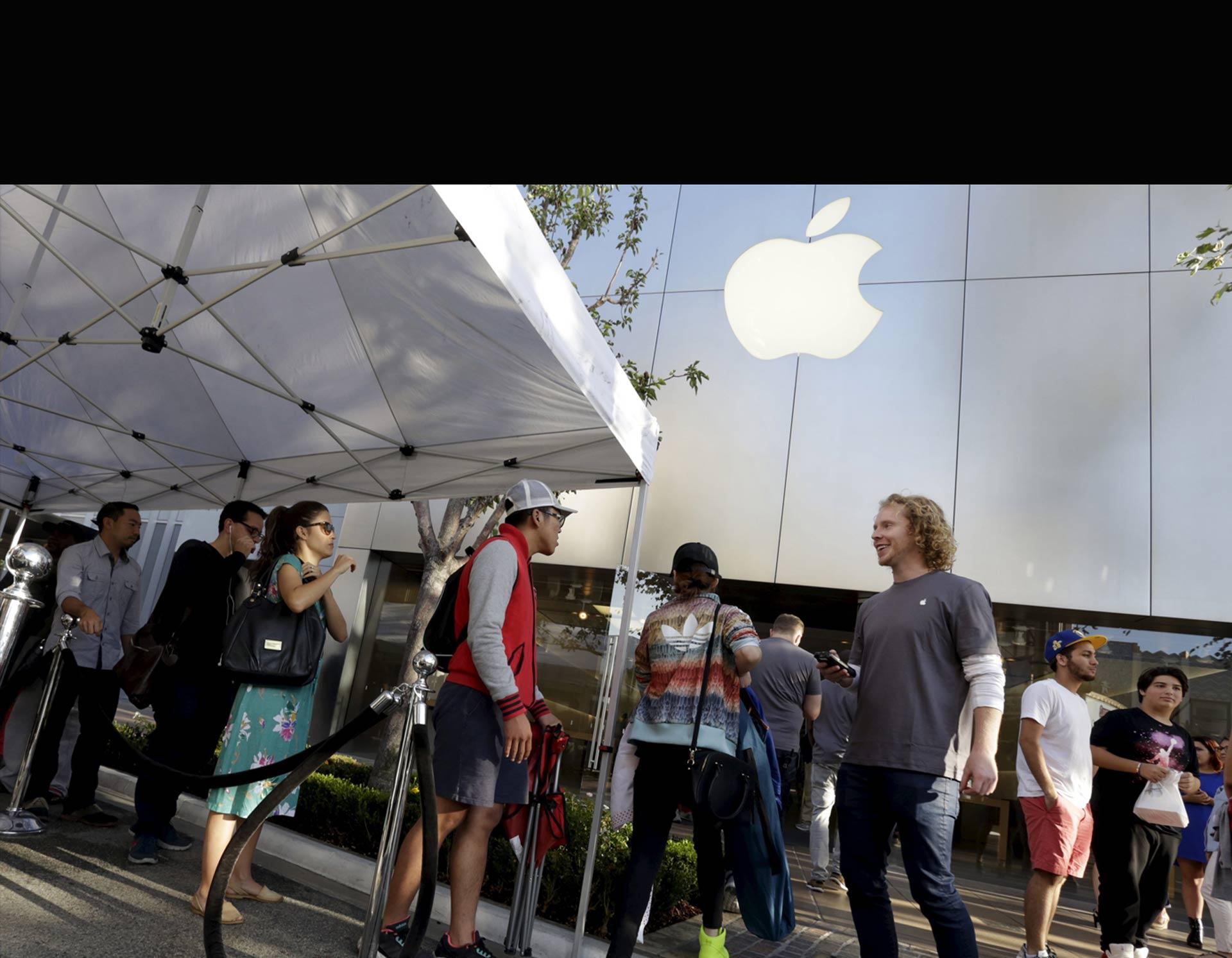 Apple vendió más de 13 millones de sus nuevos modelos de iPhone en el primer fin de semana en el mercado