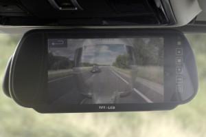 Esta sería la vista del conductor desde el retrovisor conectado al sistema de cámaras.