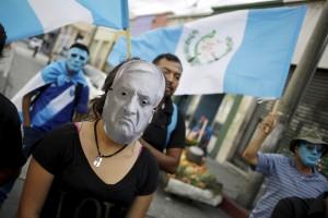Después de dictada una orden de detención en su contra, Otto Pérez Molina anunció su renuncia ante el Congreso