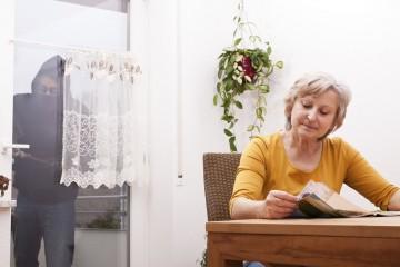 Las personas mayores son vulnerables y deben estar atentas a situaciones que atenten contra su seguridad