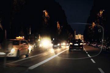 Carl Zeiss ideó unas gafas que disminuyen el deslumbramiento que producen las luces de los carros