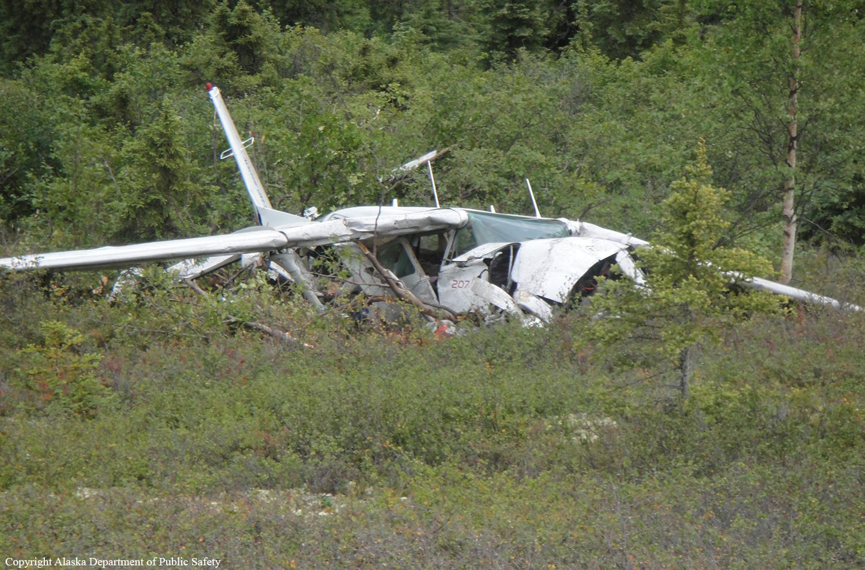 Tres personas mueren en accidente de avioneta