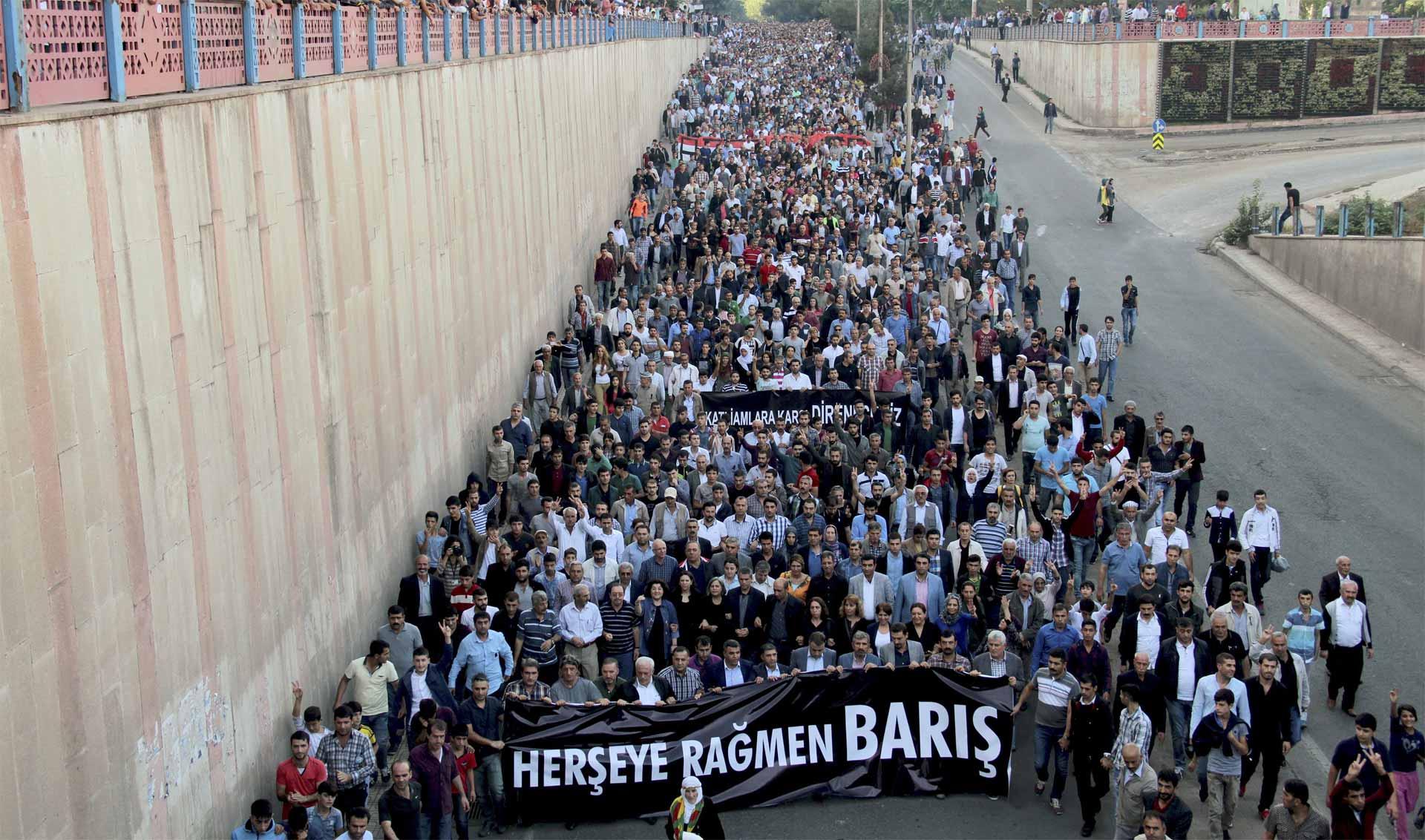 Durante una manifestación pacífica en la capital de Turquía se registró un ataque terrorista que dejó muertos y heridos