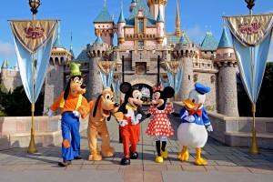 Transforma pasión por Disney en negocio