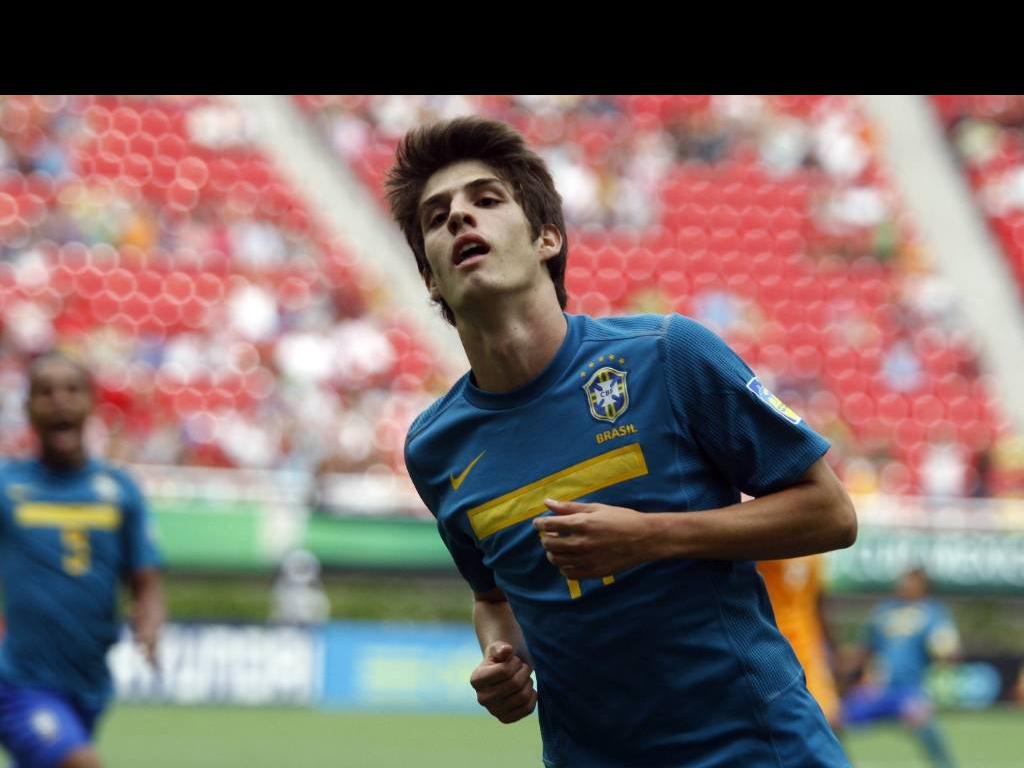 Futbolistas brasileños acusados de violación