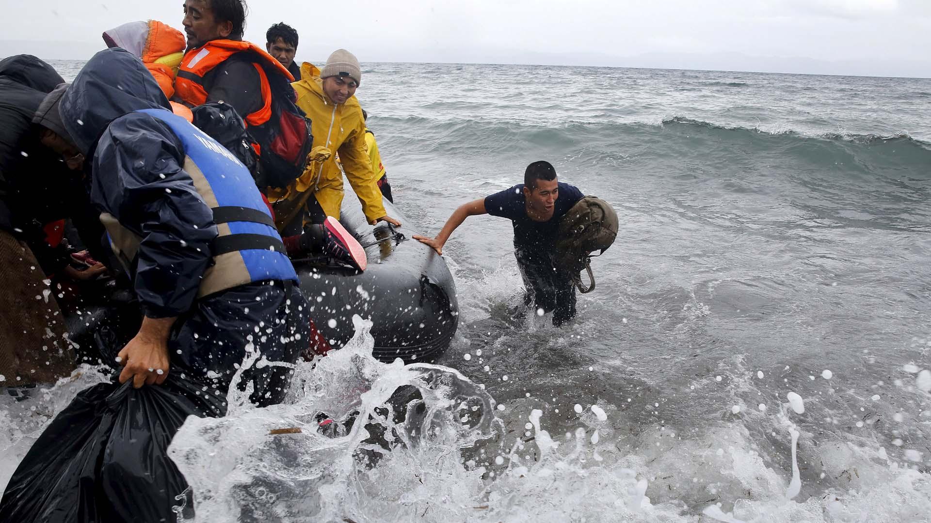 50 personas cayeron al agua, entre ellos un pequeño niño que continua desaparecido