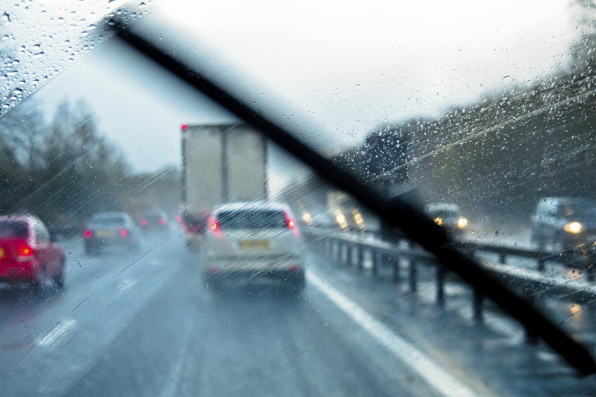Compañías aseguradoras premian a conductores que se abstienen de manejar cuando hace mal tiempo