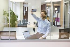 Identity Check es una solución para comprobar la identidad de los clientes y simplificar la experiencia de compras online