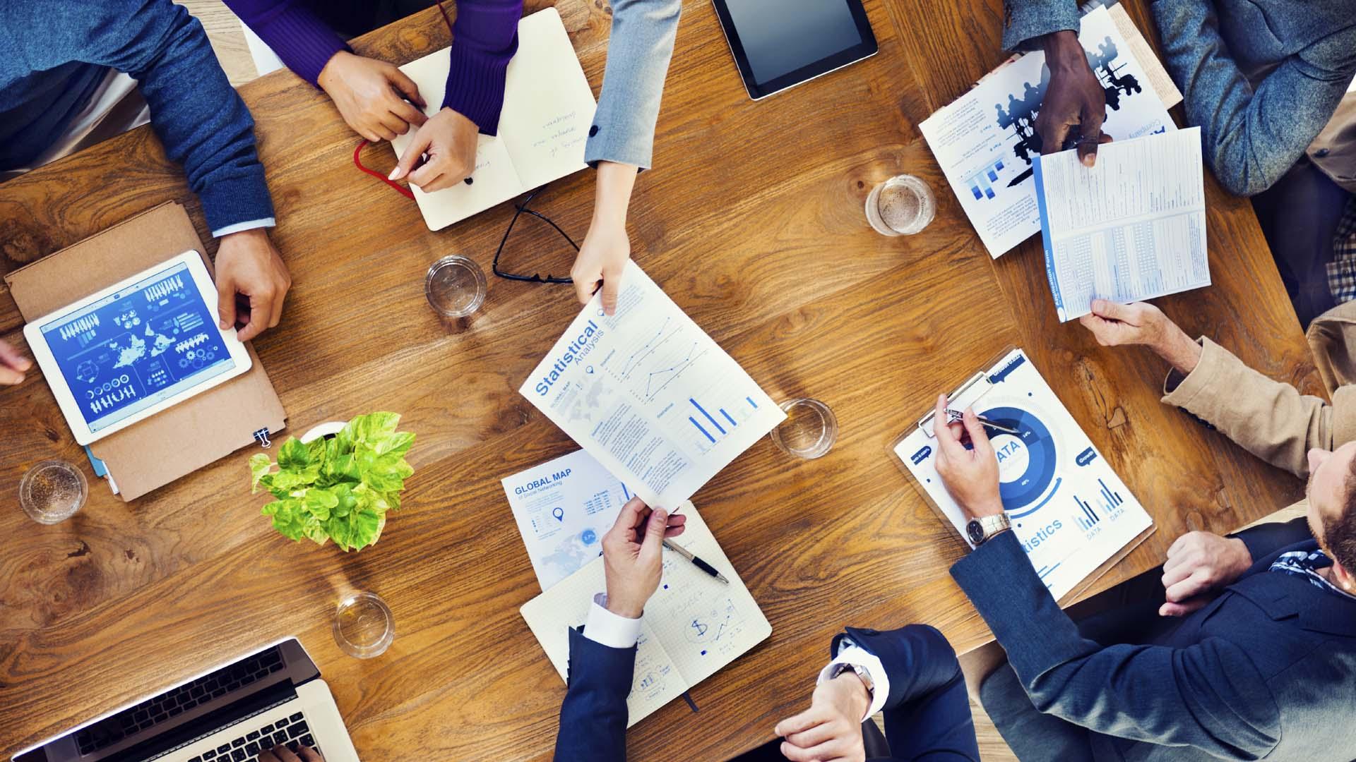 La estructura de las organizaciones estaría dividida en tres partes con un número de personas determinado