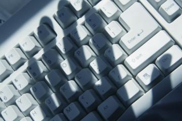 La modalidad es que los cibercriminales infecten los equipos, bloquearlos y si el usuario quiere acceder debe pagar un rescate
