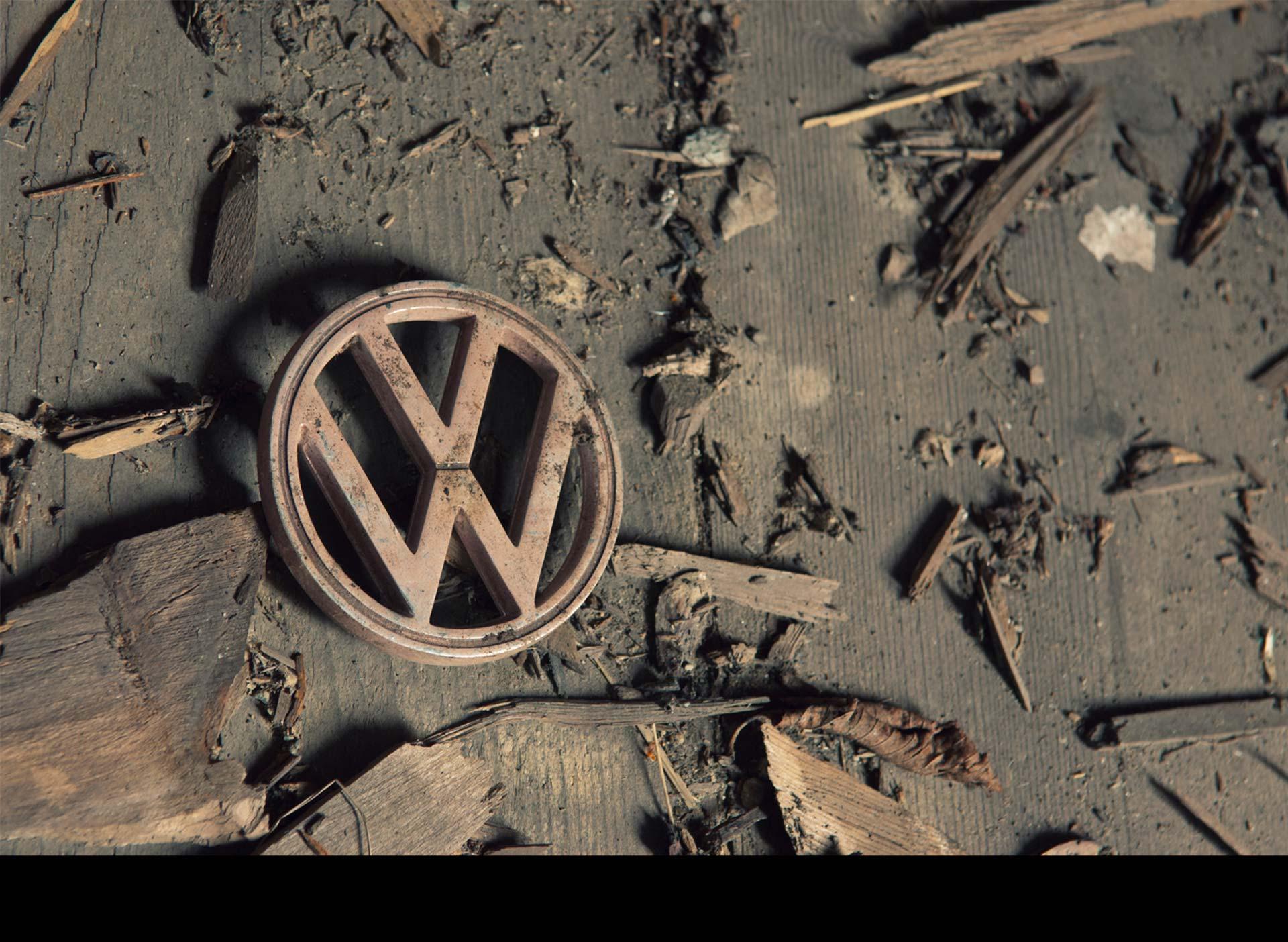 La automotriz alemana limitará sus inversiones en bienes de equipo para contrarrestar los gastos derivados del escándalo de emisiones