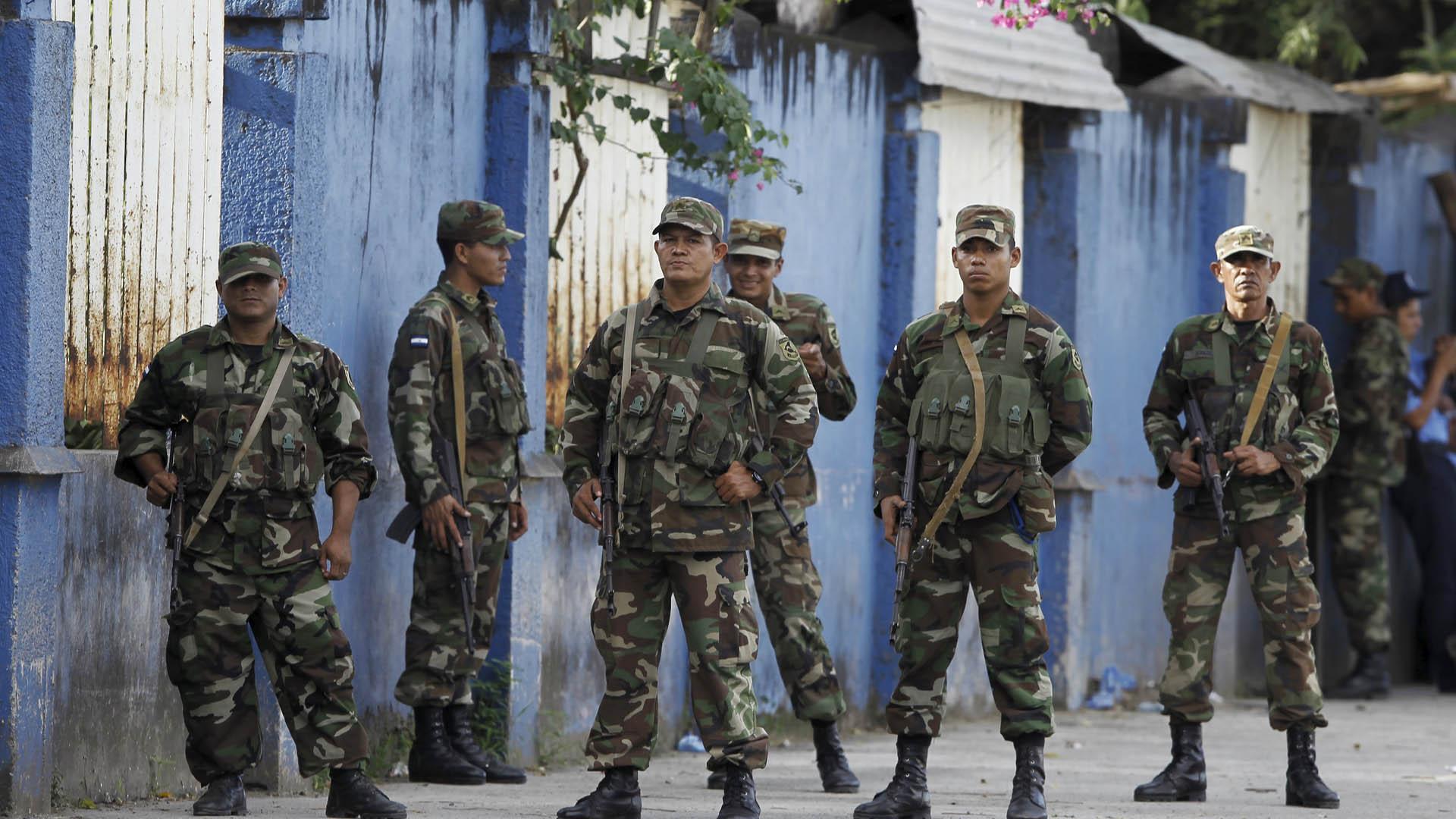 2000 inmigrantes cubanos trataron de pasar desde Costa Rica y fueron retenidos por tropas nicaragüenses