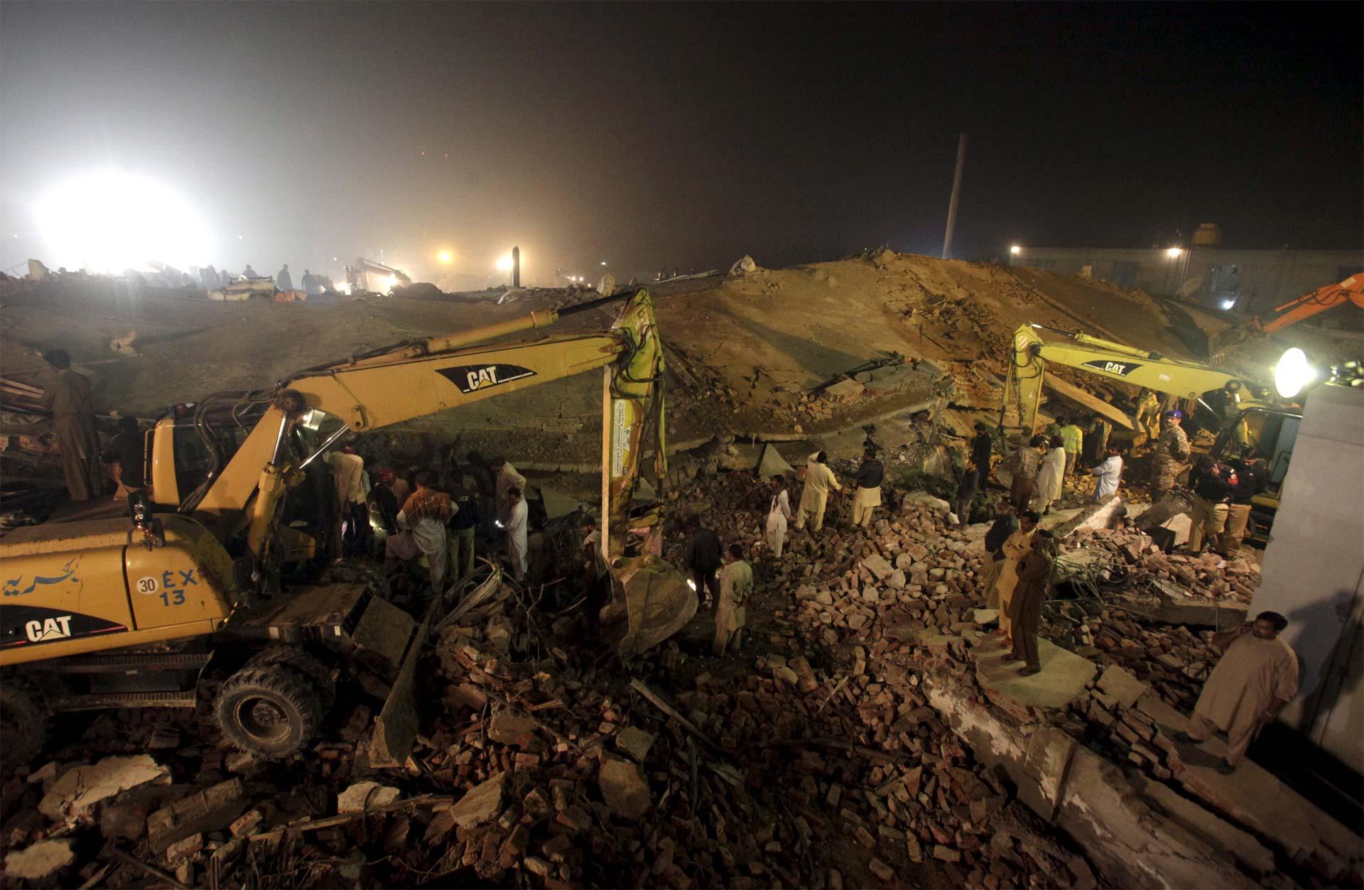 Se derrumba fábrica en Pakistán
