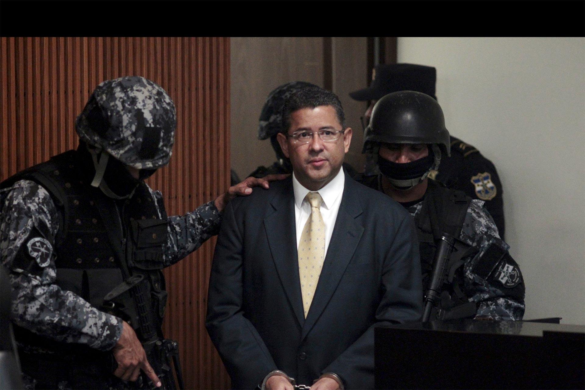 Francisco Flores es acusado de varios delitos de corrupción y lavado de dinero