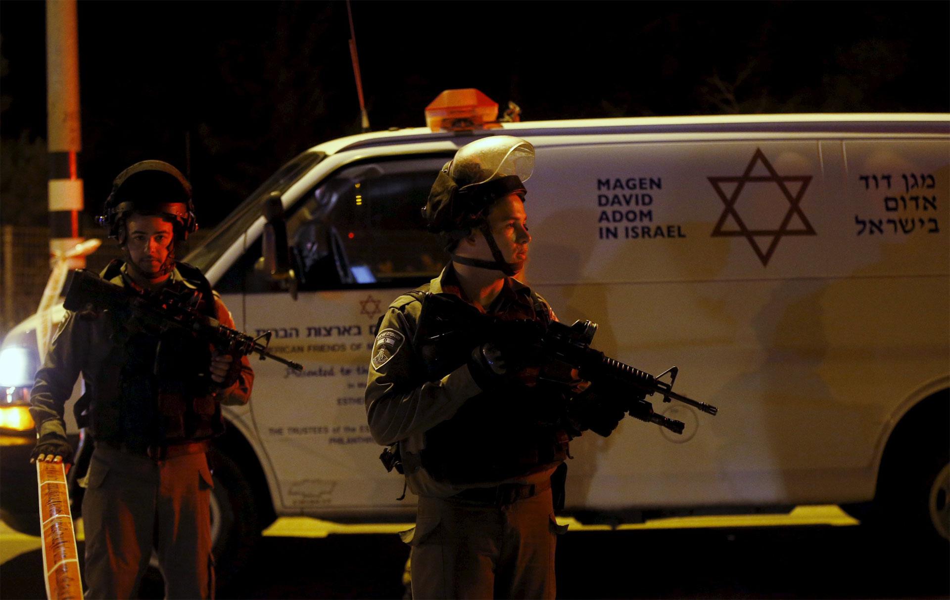 Un estadounidense y cuatro israelíes resultaron muertos en varios atentados registrados este jueves