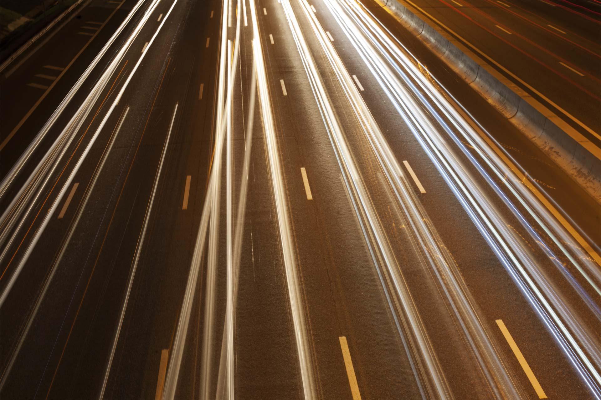 Una automotriz japonesa creó un sistema de indicadores luminosos que advierten sobre la dirección que tomará un carro